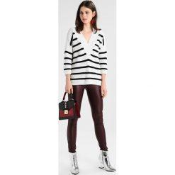 Swetry klasyczne damskie: IVY & OAK V NECK JUMPER Sweter navy blue ecru