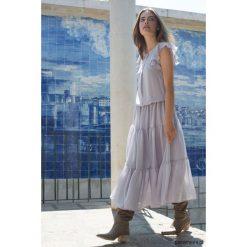 Sukienki: Sukienka z falbanami