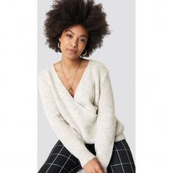 Trendyol Kopertowy sweter - Grey. Szare swetry klasyczne damskie marki Vila, l, z bawełny, z okrągłym kołnierzem. Za 100,95 zł.