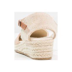 Friboo Sandały rose gold. Czerwone sandały chłopięce marki Friboo, z materiału. Za 149,00 zł.