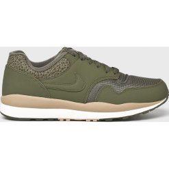 Nike Sportswear - Buty Nike Air Safari. Szare buty skate męskie Nike Sportswear, z materiału, na sznurówki. W wyprzedaży za 339,90 zł.