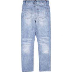 Coccodrillo - Jeansy dziecięce 128-158 cm. Białe jeansy chłopięce marki COCCODRILLO, m, z okrągłym kołnierzem. Za 99,90 zł.