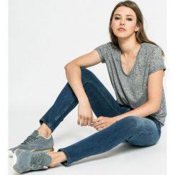 Lee - Jeansy Jodee. Niebieskie jeansy damskie Lee, z aplikacjami, z bawełny. W wyprzedaży za 269,90 zł.