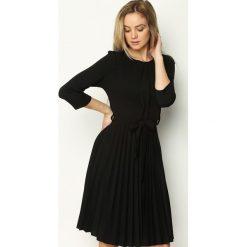 Czarna Sukienka Pleated Belted. Czarne sukienki hiszpanki Born2be, s, midi. Za 89,99 zł.