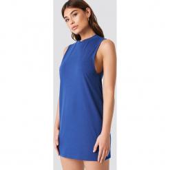 Debiflue x NA-KD Luźna sukienka bez rękawów - Blue. Niebieskie sukienki na komunię marki Debiflue x NA-KD, z okrągłym kołnierzem, bez rękawów, midi. W wyprzedaży za 30,29 zł.