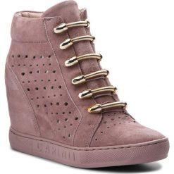 Sneakersy CARINII - B4304 K98-000-000-B88. Czerwone sneakersy damskie Carinii, ze skóry. W wyprzedaży za 229,00 zł.