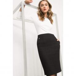Ołówkowa spódnica w kratę. Czarne spódniczki ołówkowe Orsay, z elastanu, biznesowe, midi. Za 99,99 zł.