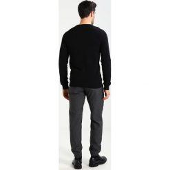 Swetry klasyczne męskie: Lindbergh STRUCTURE ONECK Sweter black