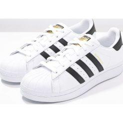 Adidas Originals SUPERSTAR Tenisówki i Trampki white/core black. Białe tenisówki męskie marki adidas Originals, z materiału. W wyprzedaży za 223,20 zł.