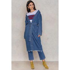 Płaszcze damskie pastelowe: NA-KD Jeansowy płaszcz Teddy – Blue