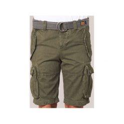 Szorty i Bermudy  Superdry  CORE CARGO HEAVY SHORT. Szare bermudy męskie marki Superdry, l, z tkaniny, z okrągłym kołnierzem, na ramiączkach. Za 244,30 zł.
