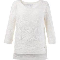 Swetry oversize damskie: Sweter w kolorze białym