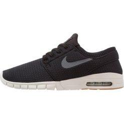 Nike SB STEFAN JANOSKI MAX Tenisówki i Trampki black/dark grey/medium brown/light bone. Czarne trampki męskie Nike SB, z materiału. W wyprzedaży za 374,25 zł.