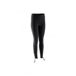 Legginsy do dynamicznej jogi. Czarne legginsy skórzane marki DOMYOS. Za 99,99 zł.
