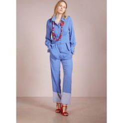 DESIGNERS REMIX LOTTIE  Koszula skyblue. Białe koszule damskie marki DESIGNERS REMIX, z elastanu, polo. W wyprzedaży za 629,30 zł.