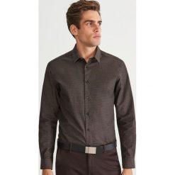 Koszula regular fit - Brązowy. Brązowe koszule męskie marki Reserved, m, z bawełny. Za 139,99 zł.
