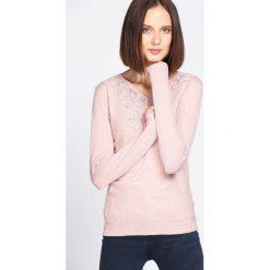 Różowy Sweter Just Wait. Czerwone swetry klasyczne damskie Born2be, l, z dekoltem w serek. Za 59,99 zł.