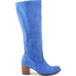 Buty zimowe damskie: Skórzane kozaki w kolorze kobaltowym