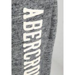 Abercrombie & Fitch CORE LOGO CLASSIC PANT Spodnie treningowe dark grey texture. Szare spodnie dresowe męskie Abercrombie & Fitch, z bawełny. Za 349,00 zł.