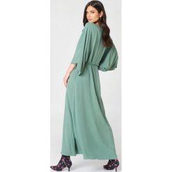 NA-KD Boho Sukienka-płaszcz - Green. Niebieskie długie sukienki marki NA-KD Boho, na imprezę, w koronkowe wzory, z koronki, boho, na ramiączkach. Za 161,95 zł.