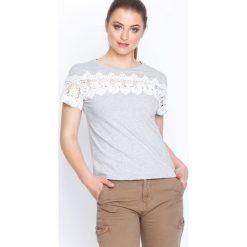 Szara Bluzka Wolf Friend. Szare t-shirty damskie Born2be, m, z koronki, z okrągłym kołnierzem, z krótkim rękawem. Za 49,99 zł.