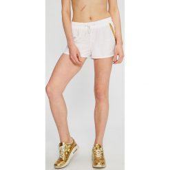 Calvin Klein Jeans - Szorty. Szare szorty jeansowe damskie marki Calvin Klein Jeans, casualowe. W wyprzedaży za 139,90 zł.