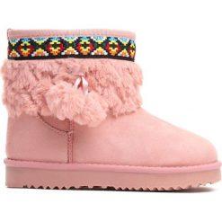 Różowe Śniegowce Alps. Czerwone kozaki dziewczęce marki Born2be, z materiału, z okrągłym noskiem, na platformie. Za 59,99 zł.