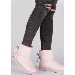 Różowe Śniegowce Sweet Dreams. Czerwone buty zimowe damskie Born2be, z satyny, przed kostkę. Za 79,99 zł.