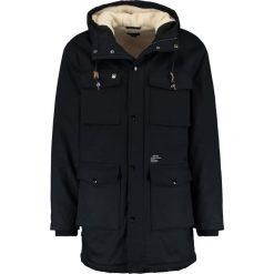 Obey Clothing HELLER Parka black. Czarne parki męskie Obey Clothing, m, z bawełny. W wyprzedaży za 545,35 zł.