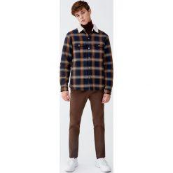 Spodnie chinosy skinny fit. Brązowe chinosy męskie marki Pull&Bear. Za 109,00 zł.