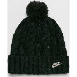 Nike Sportswear - Czapka. Czarne czapki zimowe damskie Nike Sportswear, na zimę, z dzianiny. W wyprzedaży za 84,90 zł.