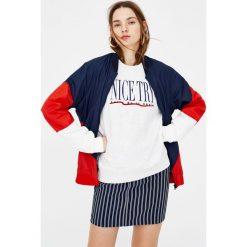 Bluzy damskie: Marmurkowa bluza z napisem