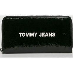 Tommy Jeans - Portfel. Czarne portfele damskie Tommy Jeans, z jeansu. Za 299,90 zł.