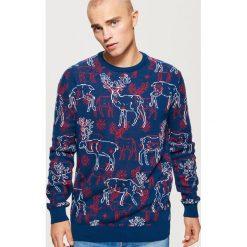 Sweter w renifery - Granatowy. Szare swetry klasyczne męskie marki Reserved, l, w paski, z klasycznym kołnierzykiem. Za 99,99 zł.