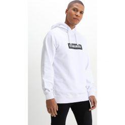 Napapijri BUKA Bluza z kapturem white. Białe bluzy męskie rozpinane marki Napapijri, m, z bawełny, z kapturem. W wyprzedaży za 341,10 zł.