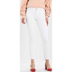 Dorothy Perkins HARPER Jeansy Slim Fit white. Białe jeansy damskie marki Dorothy Perkins. W wyprzedaży za 125,10 zł.