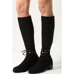 Czarne Kozaki Paint It Black. Czarne buty zimowe damskie vices, na płaskiej podeszwie. Za 59,99 zł.