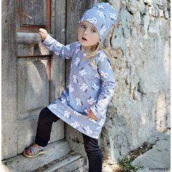 Sukienka bombka A kuku szara. Szare sukienki dziewczęce dzianinowe Pakamera, z nadrukiem. Za 120,00 zł.