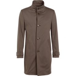 DRYKORN ONNEX Krótki płaszcz olive. Niebieskie prochowce męskie marki DRYKORN, m, z dekoltem karo. W wyprzedaży za 419,60 zł.