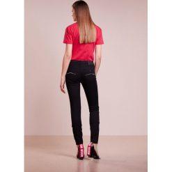 Emporio Armani Jeans Skinny Fit black. Czarne jeansy damskie marki Emporio Armani, z bawełny. W wyprzedaży za 345,95 zł.