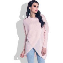 Odzież damska: Pudrowy Sweter o Luźnym Fasonie z Kopertowym Dołem