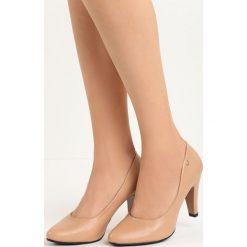 Beżowe Czółenka Do Ya. Brązowe buty ślubne damskie Born2be, ze skóry, na niskim obcasie, na słupku. Za 69,99 zł.