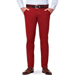 Spodnie Rude Chino Tommy. Brązowe chinosy męskie LANCERTO, w kolorowe wzory, z bawełny. Za 299,90 zł.