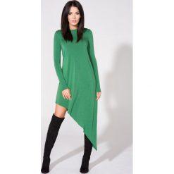 Zielona Sukienka Asymetryczna Dzianinowa z Długim Rękawem. Zielone sukienki asymetryczne Molly.pl, l, z dresówki, z asymetrycznym kołnierzem, z długim rękawem. Za 139,90 zł.