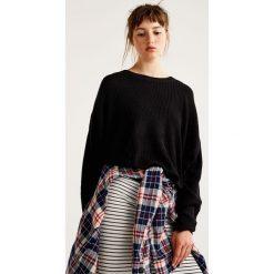 Swetry klasyczne damskie: Sweter z opadającymi ramionami