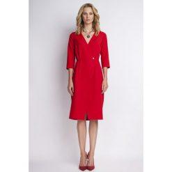 Czerwona Elegancka Sukienka Midi z Kopertowym Dekoltem. Czerwone sukienki balowe Molly.pl, do pracy, l, z kopertowym dekoltem, midi, kopertowe. Za 154,90 zł.
