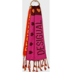Desigual - Szalik. Szare szaliki damskie marki Desigual, l, z tkaniny, casualowe, z długim rękawem. W wyprzedaży za 199,90 zł.
