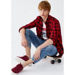 Koszula w kratkę buffalo. Czerwone koszule męskie w kratę marki Pull&Bear, m. Za 55,90 zł.