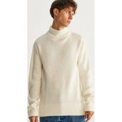 Sweter z półgolfem - Biały. Białe swetry klasyczne męskie marki Benetton, m. Za 119,99 zł.