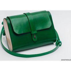 Torebka skórzana z drewnem R-4 mała zielona. Zielone torebki klasyczne damskie Pakamera, z materiału, małe. Za 340,00 zł.